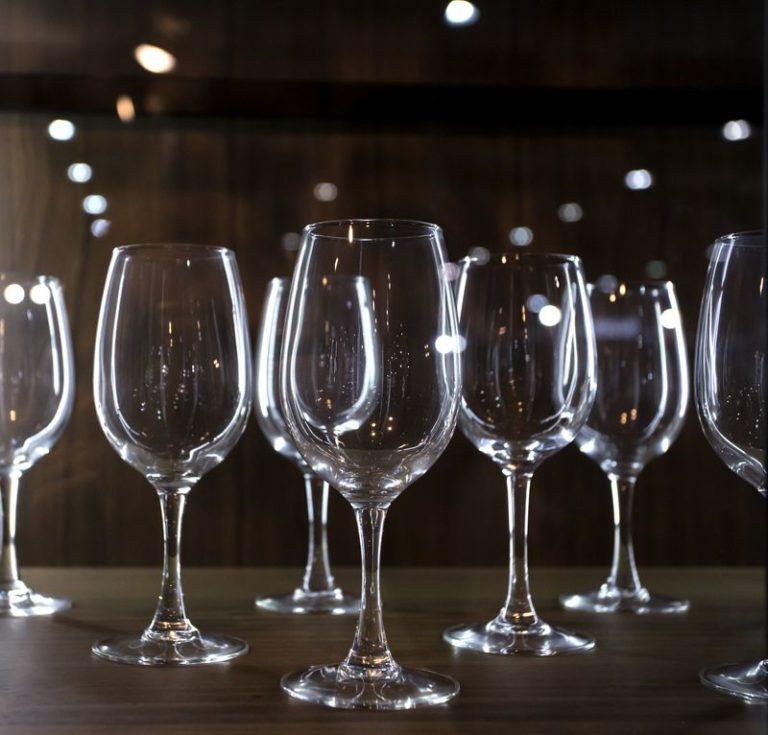 Weinfässer in der Wohnung